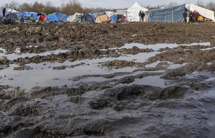 Selon la préfecture, 1050 migrants vivent dans le camp du Basroch dans des conditions très précaires sur une zone marécageuse.