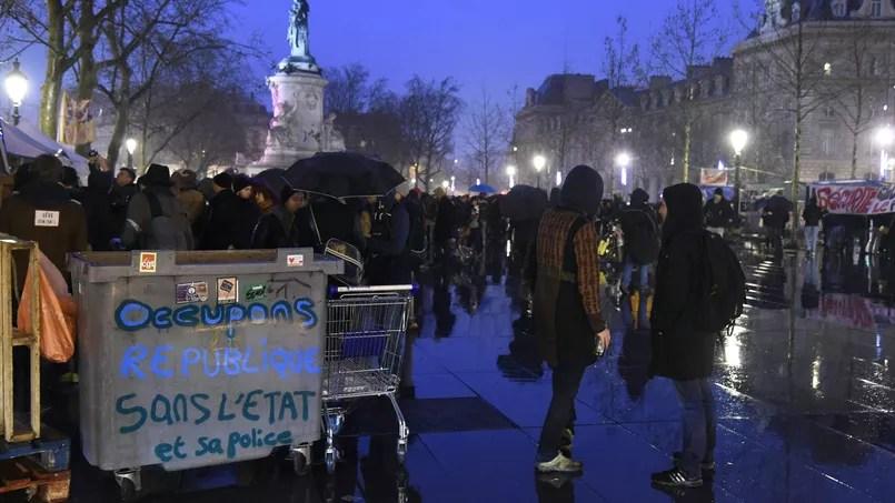 «Occupons République sans l'État et sa police.» Les occupants critiquent l'usage de la force par les autorités. Chacune des trois Nuit Debout a été dispersée par les policiers.