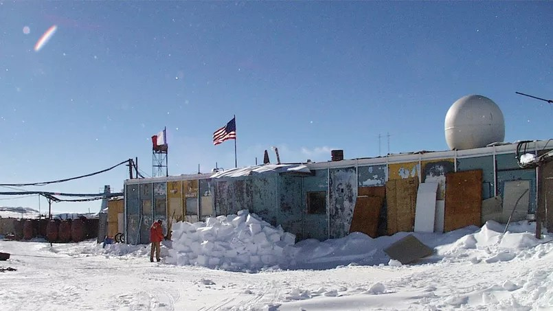 La base russe de Vostock en Antarctique - Antarctic Photo Library, U.S. Antarctic Program