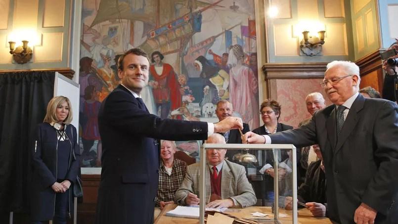 Emmanuel Macron a voté au Touquet peu après 11 heures.