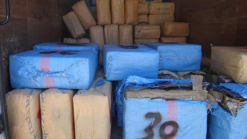 Une partie des six tonnes de cannabis découvertes par la police française à Marseille et Vitrolles, le 27 juillet 2015.