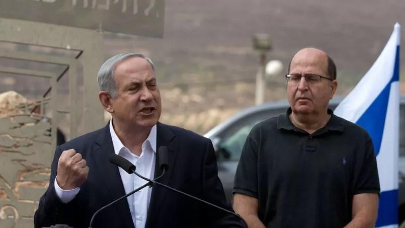 Benyamin Nétanyahou et le ministre de la Défense israëlien Moshe Yaalon, ce mardi à Naplouse.