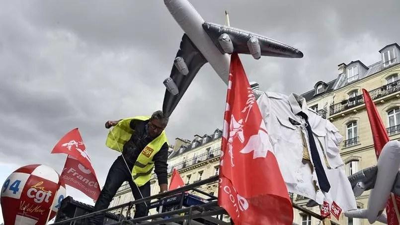 Des salariés d'Air France manifestaient jeudi à Paris.