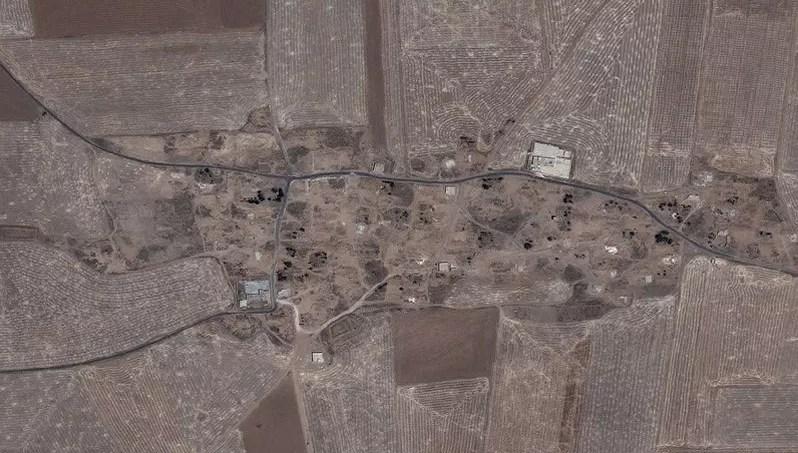Image aérienne de la ville d'Husseiniya, où quelques maisons seulement sont encore debout.