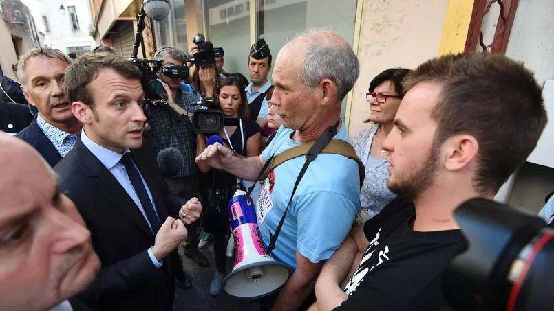 Le ministre de l'Économie, Emmanuel Macron, dans les rues de Lunel.