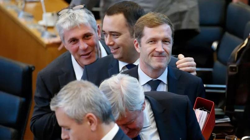 Le ministre président wallon Paul Magnette (au centre)