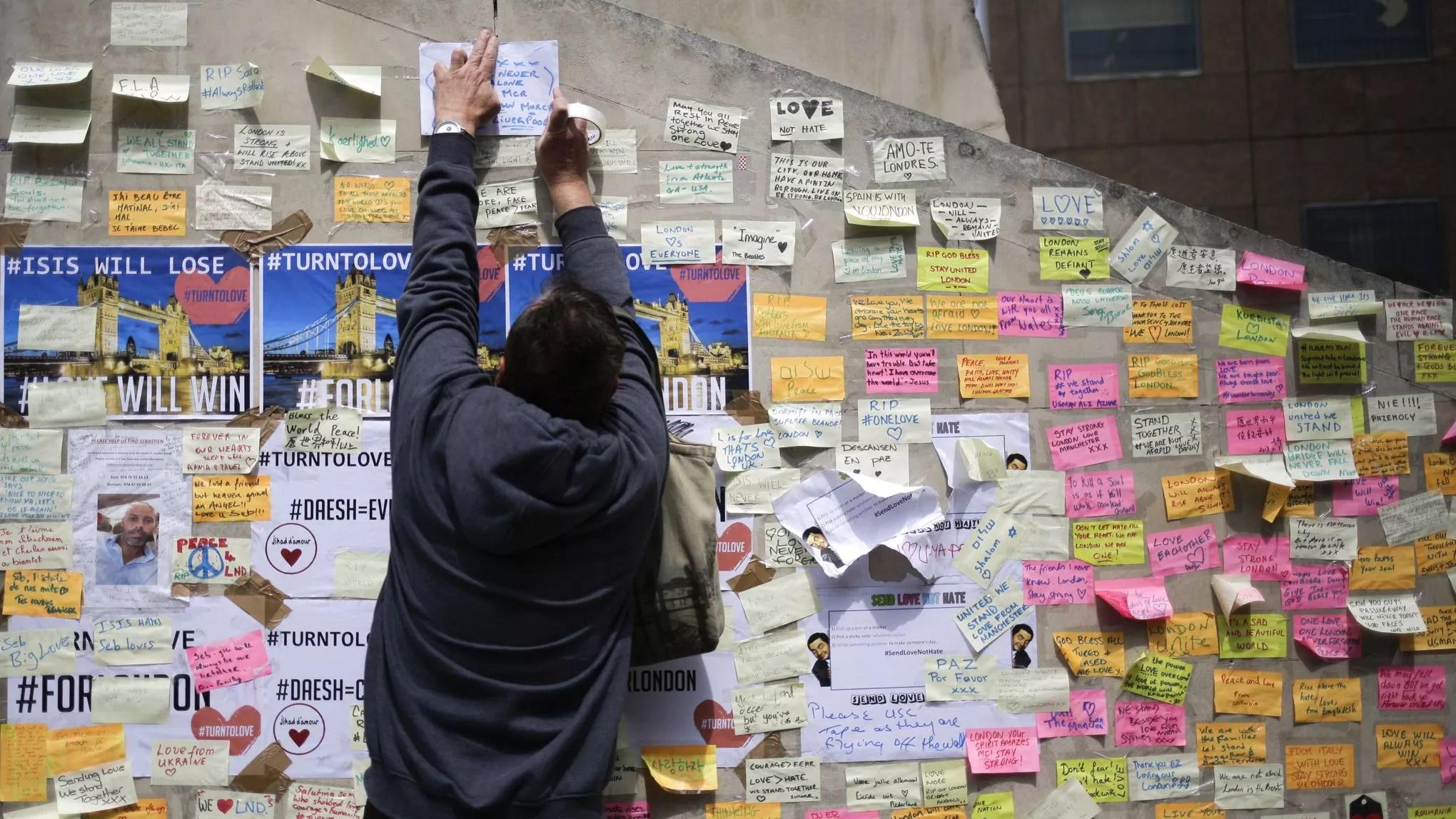 """Résultat de recherche d'images pour """"en mémoire des attentats de londres 3 juin 2017"""""""