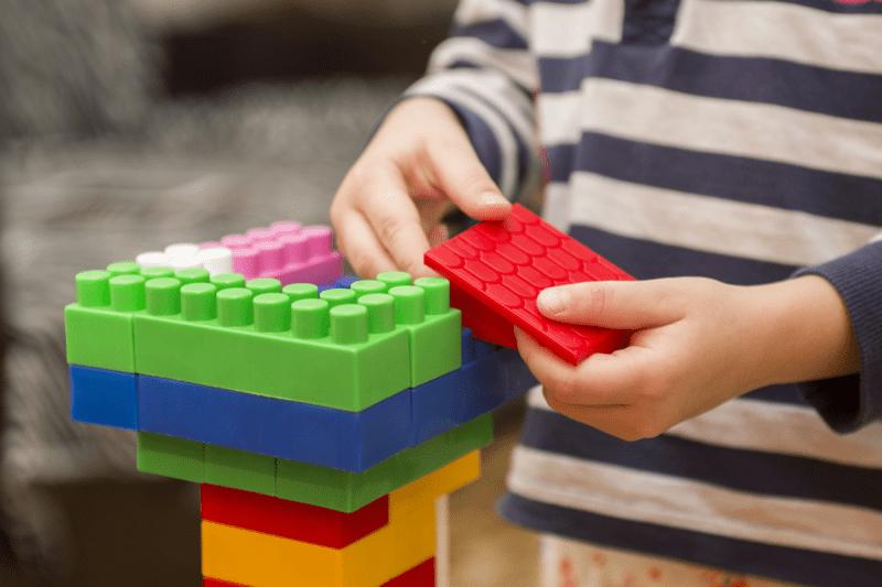 أنشطة لتنمية مهارة طفلك في الإجازة