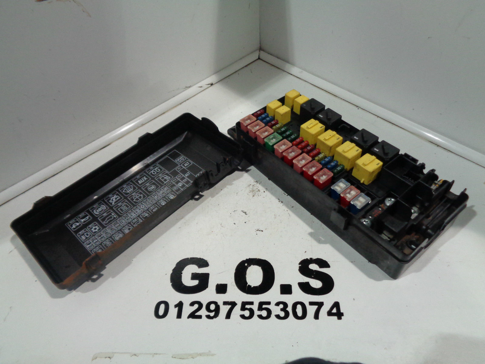 hight resolution of land rover discovery 2 1998 2004 td5 and v8 fuse box including fuses