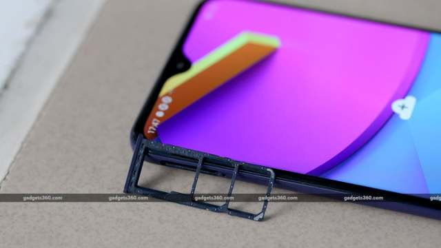 Galaxy M10s SIM tray Samsung Galaxy M10s Review