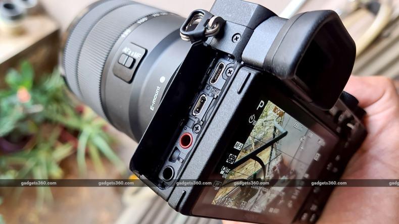 Sony A6600 hand ports sony
