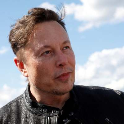 Elon Musk Takes a Dig at Jeff Bezos on Twitter: Find Out Why