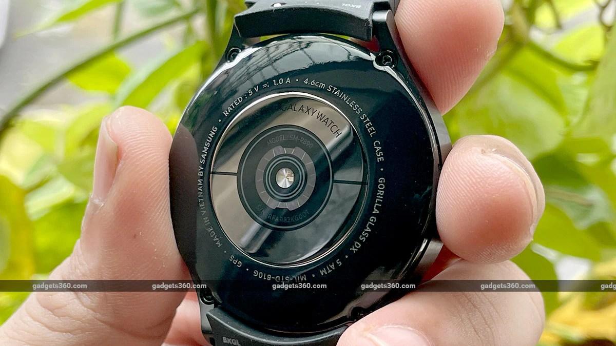 samsung galaxy 4 classic back gadgets360 Samsung Galaxy Watch 4 Classic First Impressions