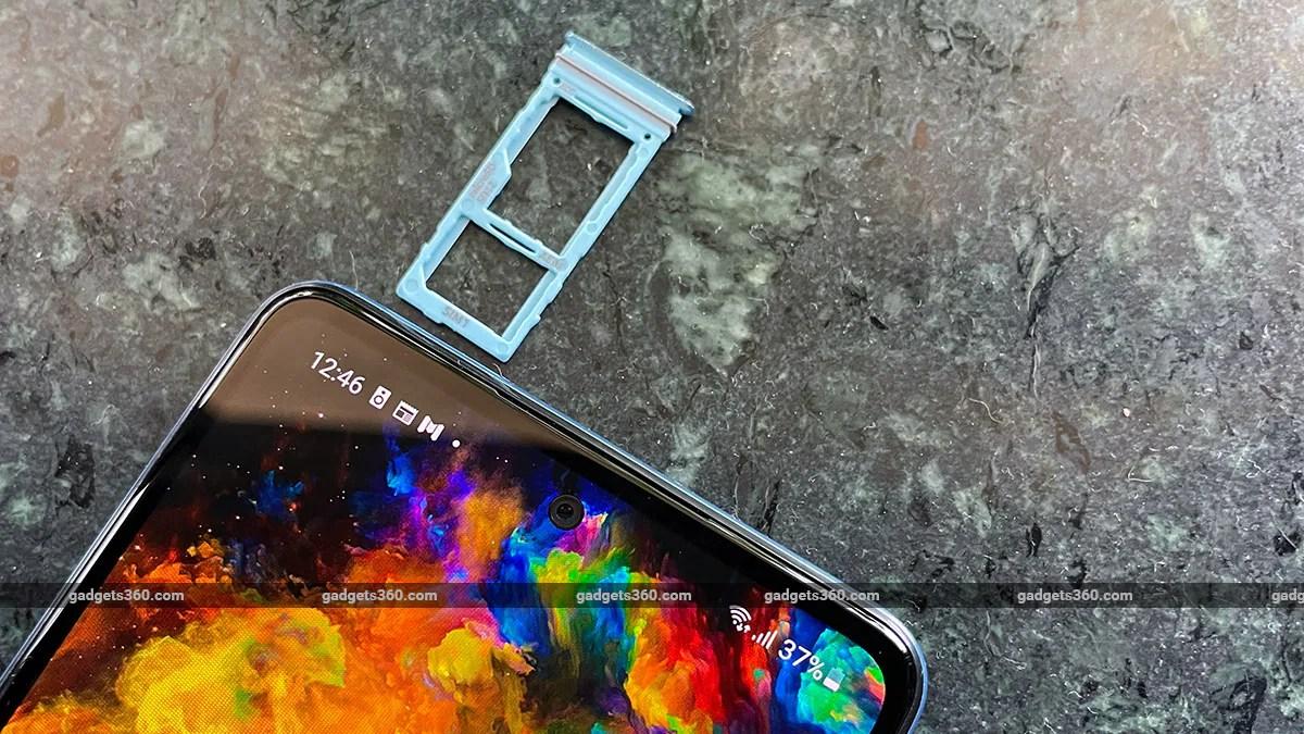 samsung galaxy a52 SIM tray gadgets 360 Samsung Galaxy A52 Review