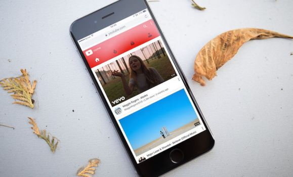 YouTube for iOS Update Brings Lock Screen Controls; Chrome 56 for iOS Gets Built-In QR Code Scanner