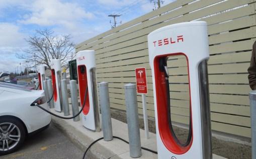 Stations autoportantes Tesla