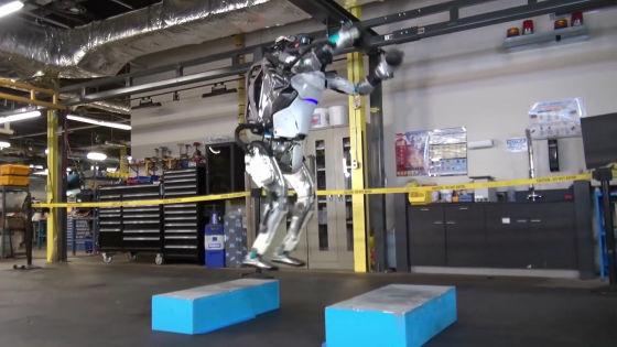 バク宙可能な人型ロボット「Atlas」をボストン・ダイナミクスが開発中,驚異的な運動能力を身につけている ...