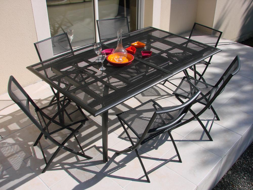 table de jardin aluminium perforee