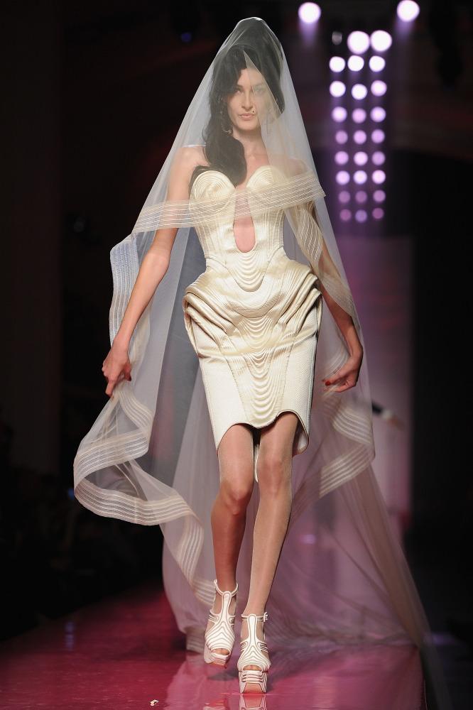 Jean Paul Gaultier Amy WinehouseInspired Show Features Beehive Hair Bridal Veils PHOTOS