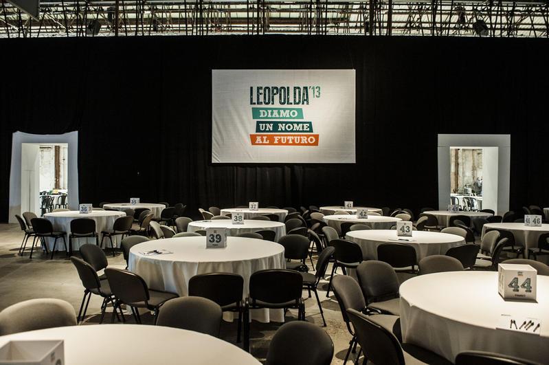 Leopolda 2013: tavoli apparecchiati per la cena