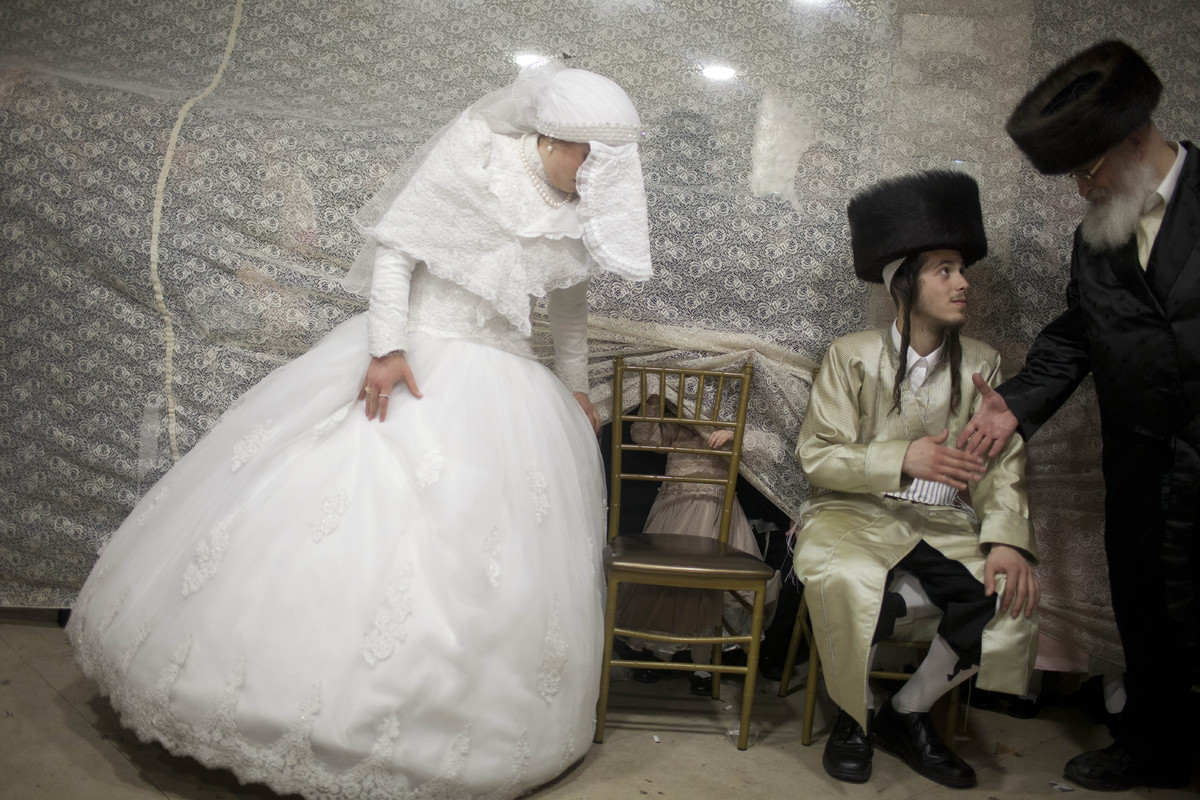 19 Stunning Pictures Of An Ultra-Orthodox Jewish Wedding