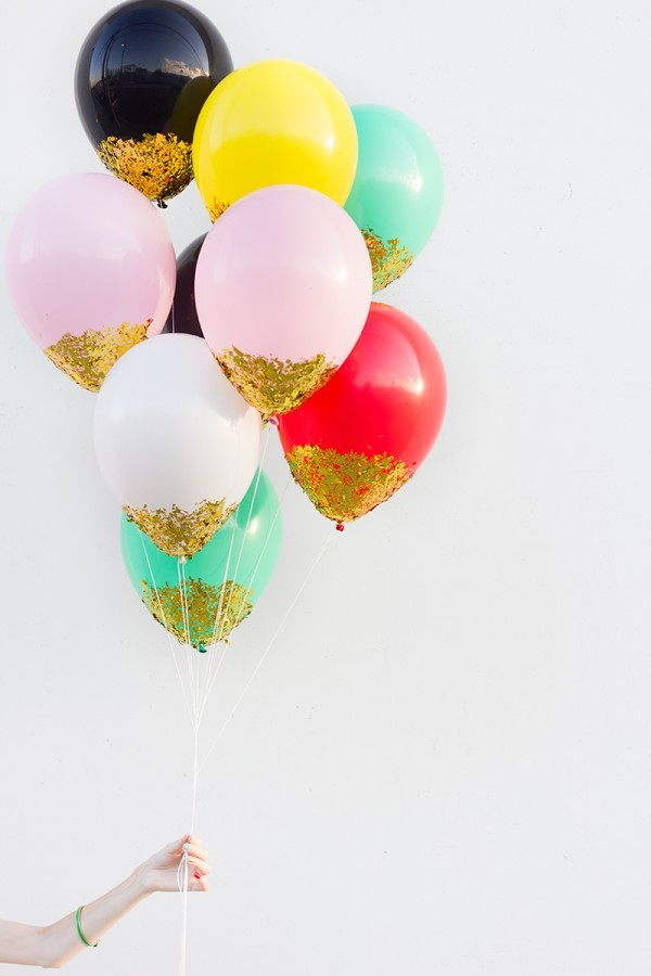 Fun Wedding Idea-confetti dipped balloons