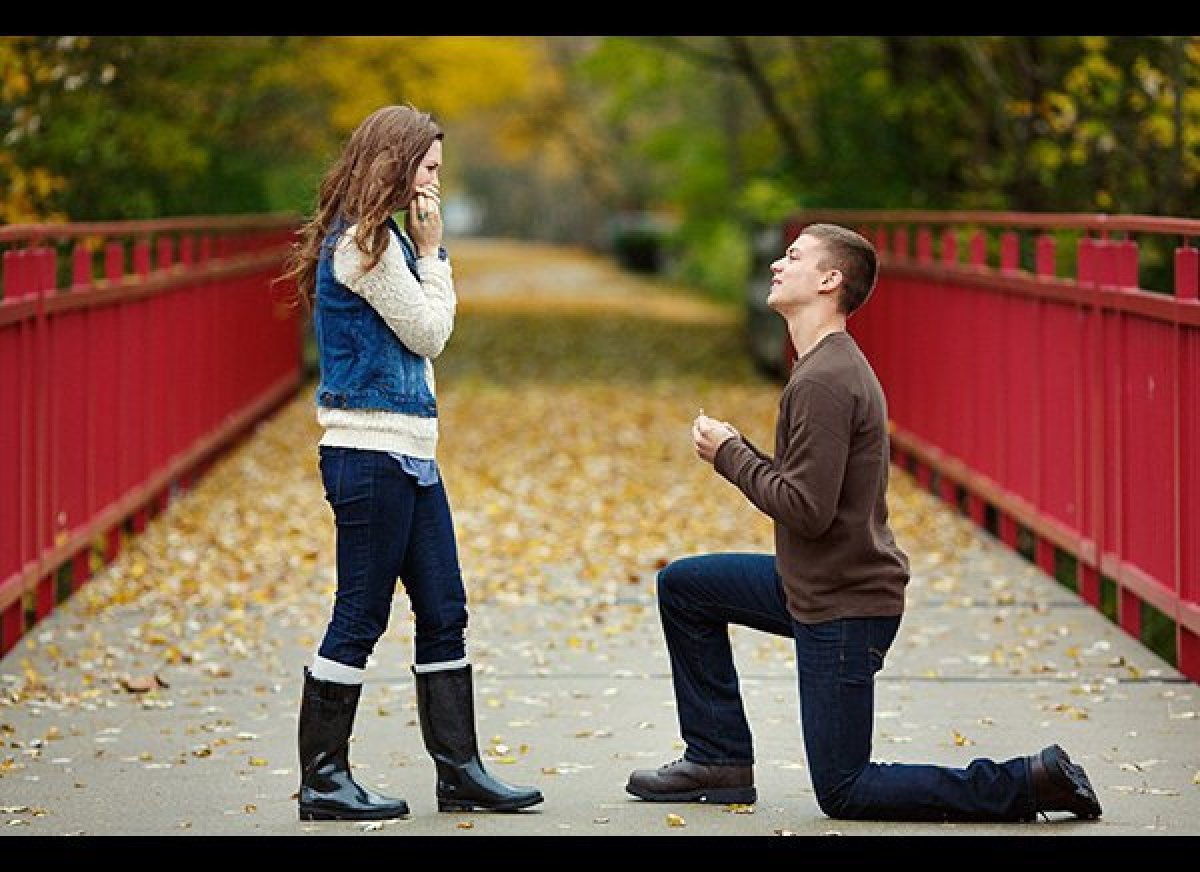 Girl Proposes To Boyfriend Wallpaper Man Proposes To Girlfriend By Sending Engagement Ring Into