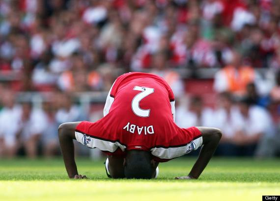 https://i0.wp.com/i.huffpost.com/gen/1060517/thumbs/o-ABOU-DIABY-INJURED-570.jpg?w=850