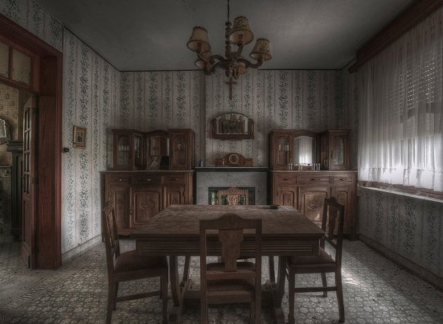Stunning Pics Of An Abandoned Farmhouse Where The Bed Is