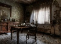 Stunning Pics Of An Abandoned Farmhouse Where The Bed Is ...