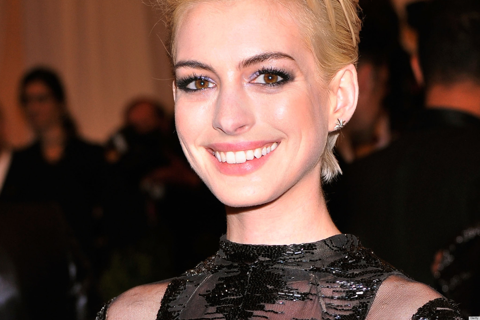 Anne Hathaways Met Gala 2013 Red Carpet Look Features