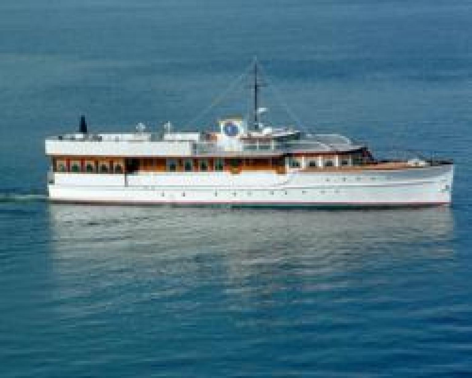 JFK Presidential Yacht Honey Fitz Hosts 1000 A Head