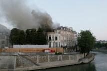 Paris Important Incendie Dans L'tel Lambert Sur