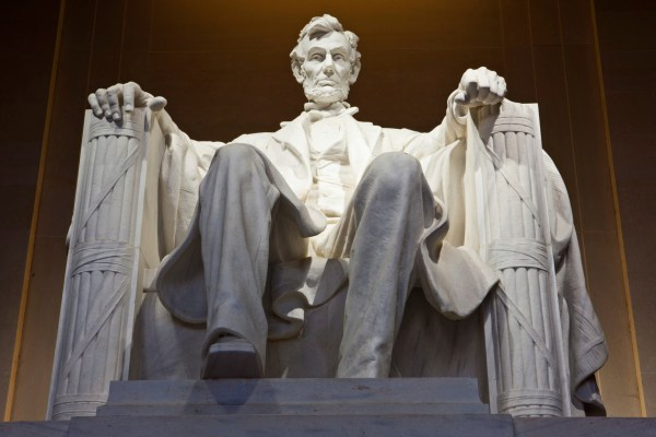 Vandalized Lincoln Memorial Reopens Green Paint
