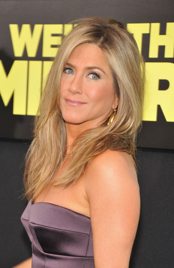 Jennifer Aniston Stunning With Makeup In