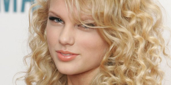 Taylor Swift' Hair Transformed Over Years