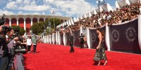 VMA 2014 Red Carpet Has Celebs Painting Los Angeles All Black