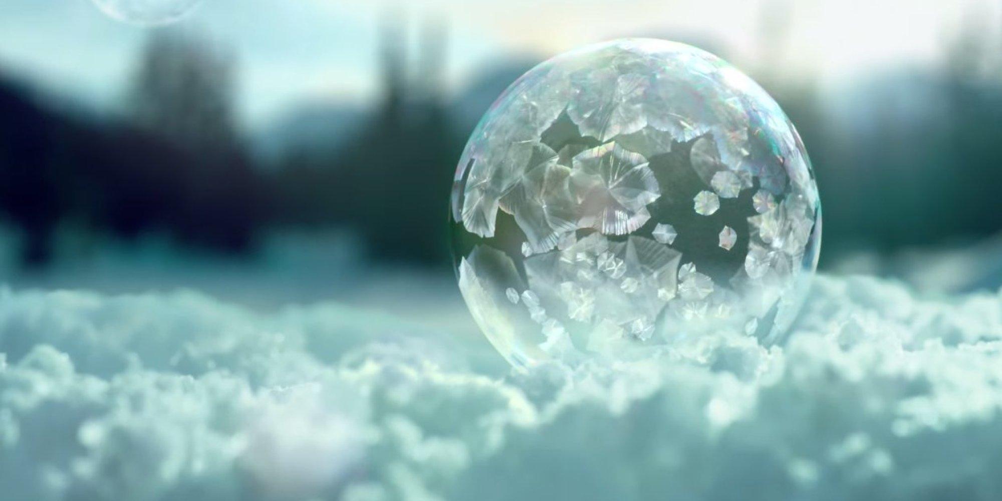 Arabic Wallpaper Iphone 「空中で凍るシャボン玉」の美しさに目を奪われる(動画)