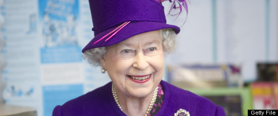 https://i0.wp.com/i.huffpost.com/gen/241364/thumbs/r-QUEEN-ELIZABETH-II-large570.jpg