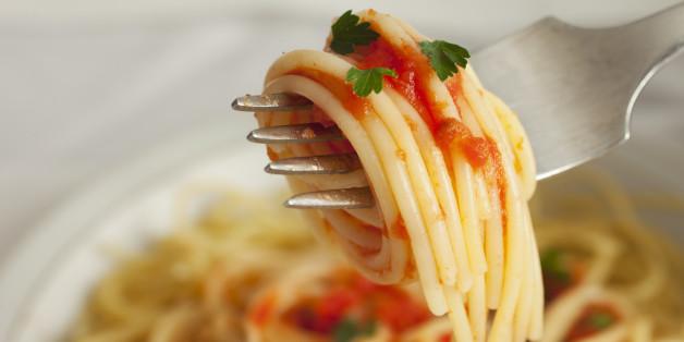 Afbeeldingsresultaat voor how to eat spaghetti the italian way