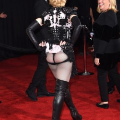 Madonna Of The Chair Kid In Wheelchair Photos. Grammy Awards 2015: Montre Son Derrière Sur Le Tapis Rouge