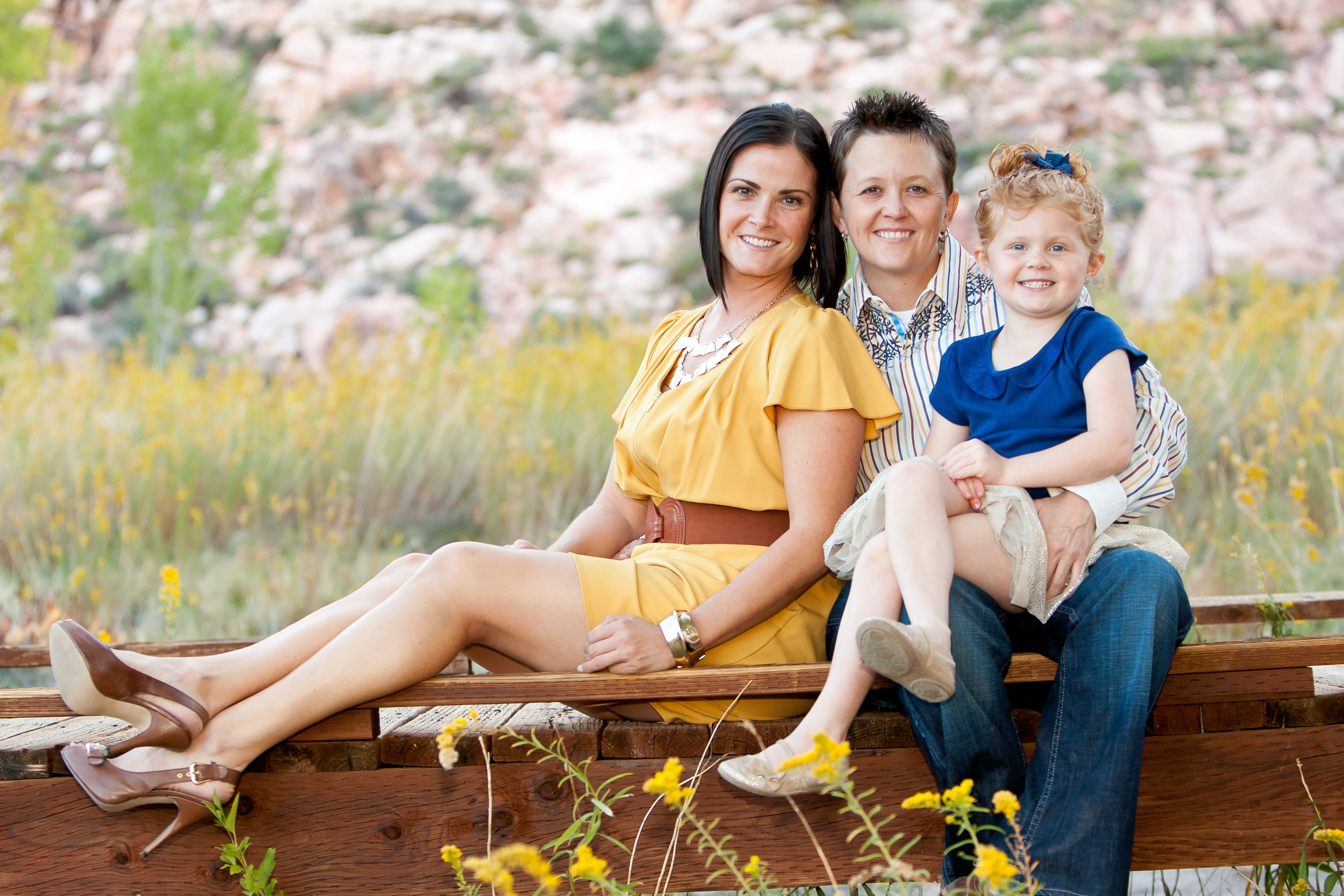 6 Families Who Nailed Color Coordinated Portraits