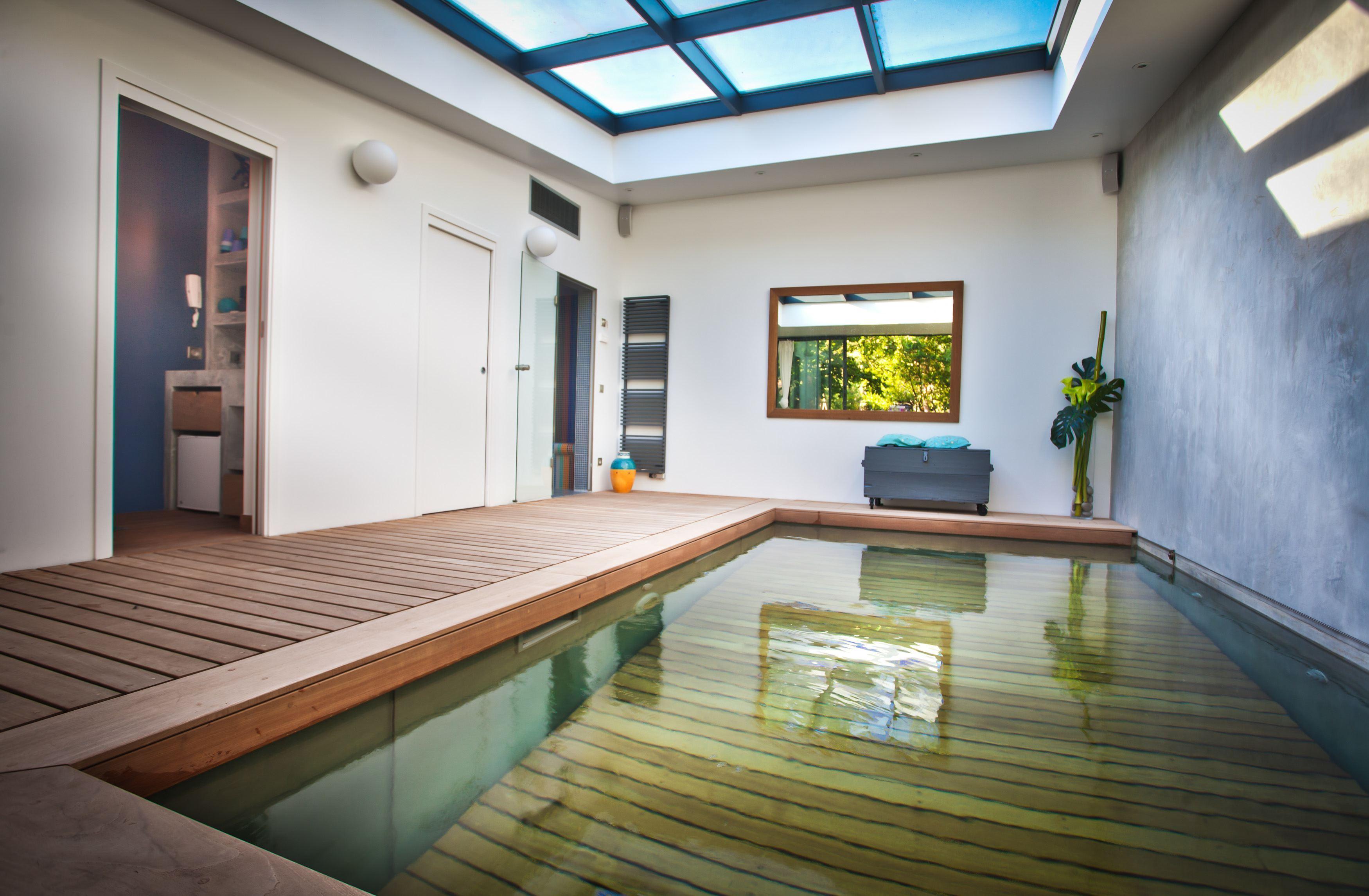 PHOTOS Cette piscine couverte donne envie de sinstaller en banlieue parisienne
