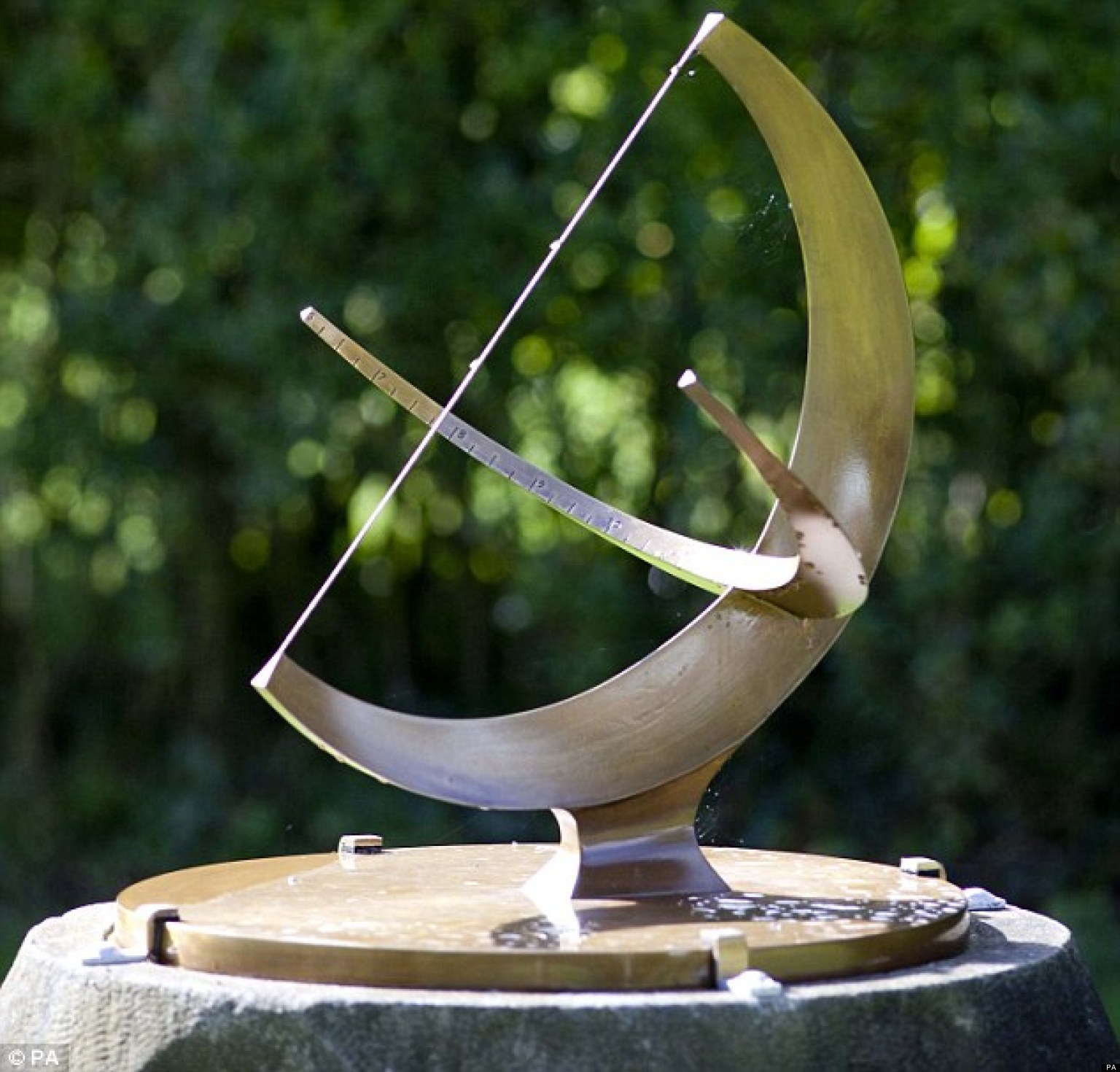 Men Who Stole 500k Henry Moore Sculpture The Sundial To