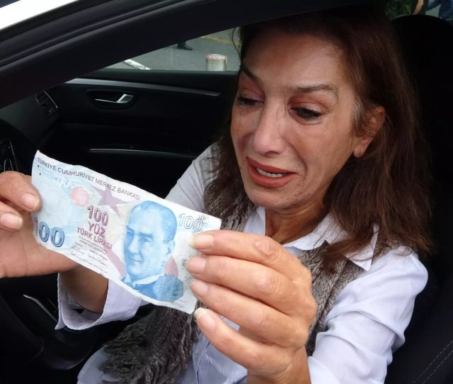 Iranian Tourists Make Turkish Driver Cry After Giving Her Fake Bill