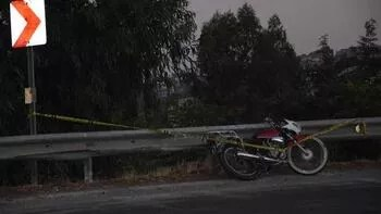 Motosiklet bariyerlere çarptı: Bir kişi öldü, bir kişi yaralı