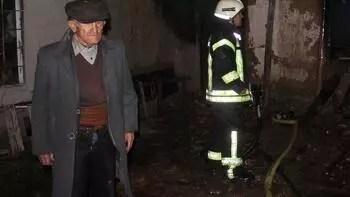 70 yıllık evi gözlerinin önünde kül oldu