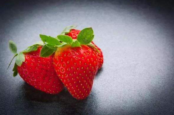 Pürüzsüz bir cilt için yazın tüketmeniz gereken 6 besin