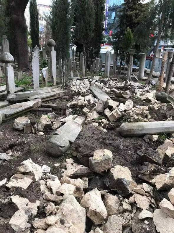 Osmanlı mezarlarının hilti ile yıkılmasına tepki