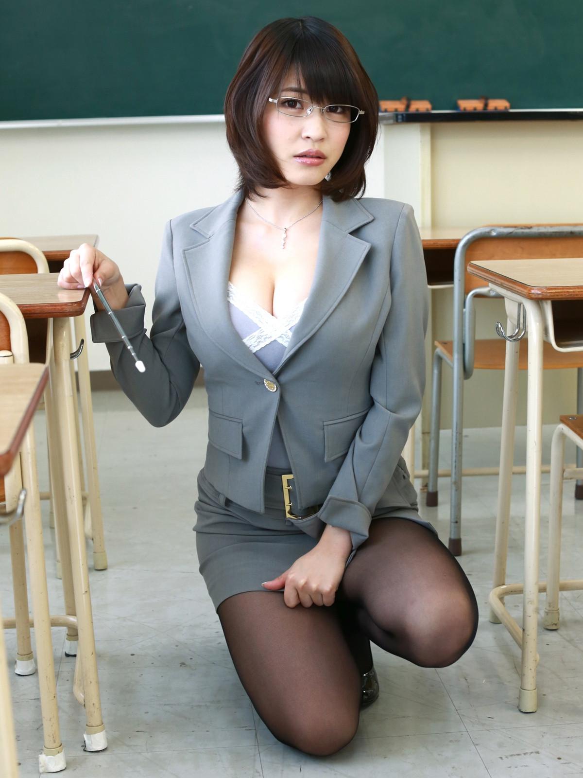 岸明日香 魅惑の女教師 グラビア 0007